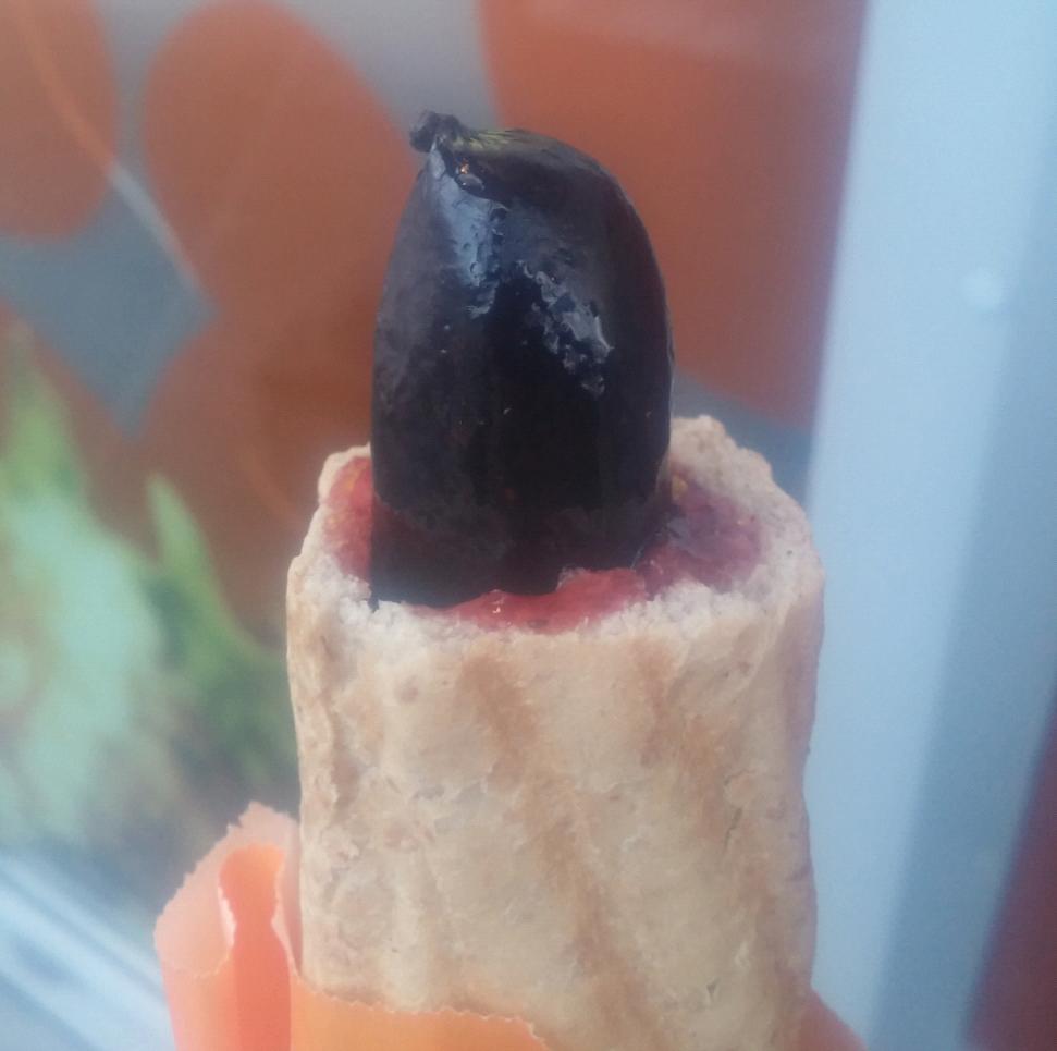 R-kioski verivorstiga hotdog