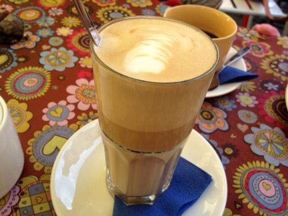 Kohvik Sinilind menüü kohv latte