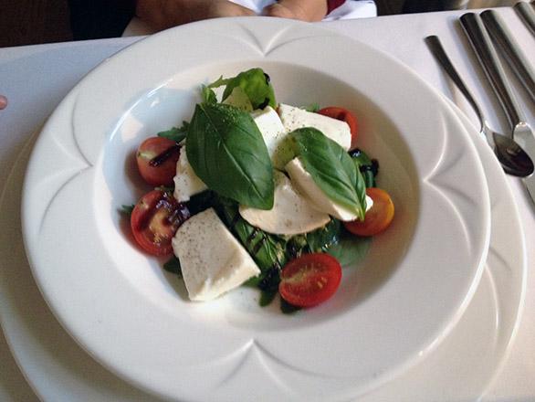La Boheme restoran Vihula mõis pühvlipiima mozzarella tomatiga