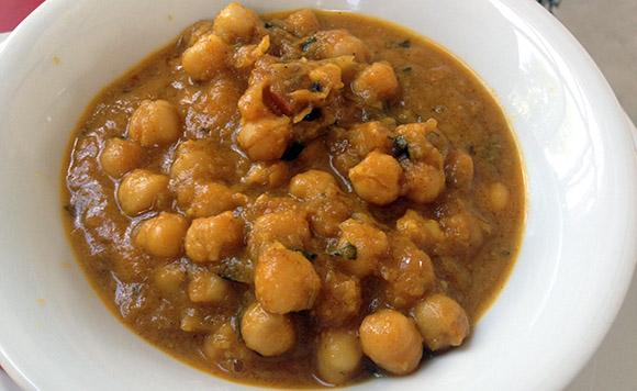 Lendav Taldrik aasia restoran Kalamajas, Channa Masala