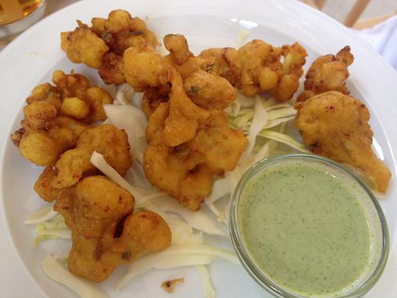 Lendav Taldrik aasia restoran Kalamajas, frititud lillkapsas