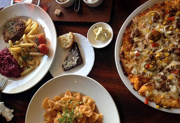 Rakvere Põhjakeskuse restoran Farfalle toidud